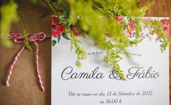Convite com estampa floral criado por Dona Amélie. Foto: Maiatos Fotografia