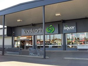 640px-Woolworths_Temora_01