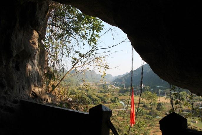 cat-ba-hospital-cave-1