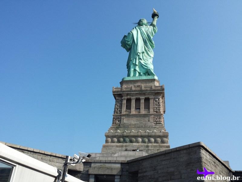 estatua da liberdade costas