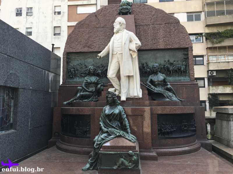 cemitério da recoleta buenos aires argentina tumulo preto branco