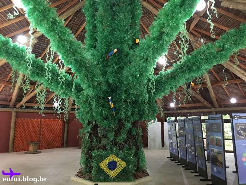 Parque Ilha Grande em Guararema - Árvore Feita com Garrafas Pet