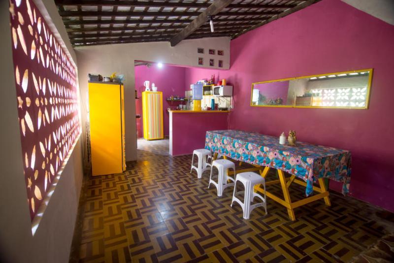 Cozinha compartilhada do Tropicalista Hostel em Maragogi - Alagoas