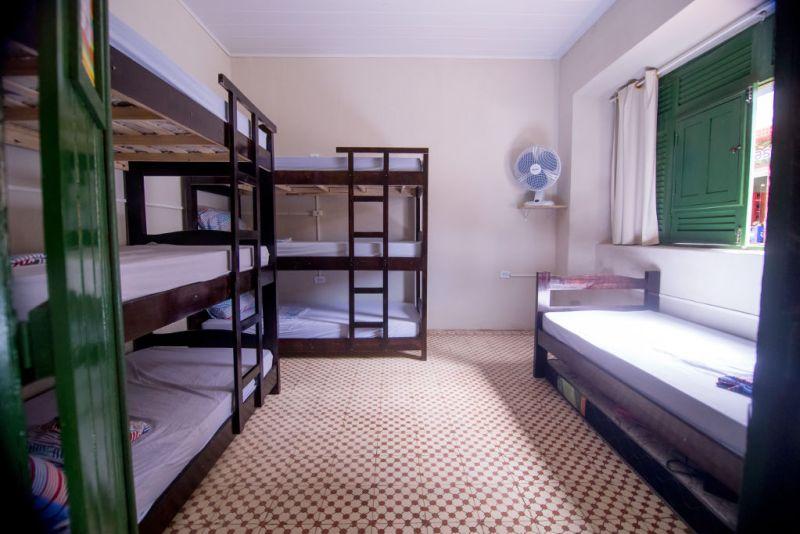 Tropicalista Hostel em Maragogi - Alagoas - Quarto com Camas