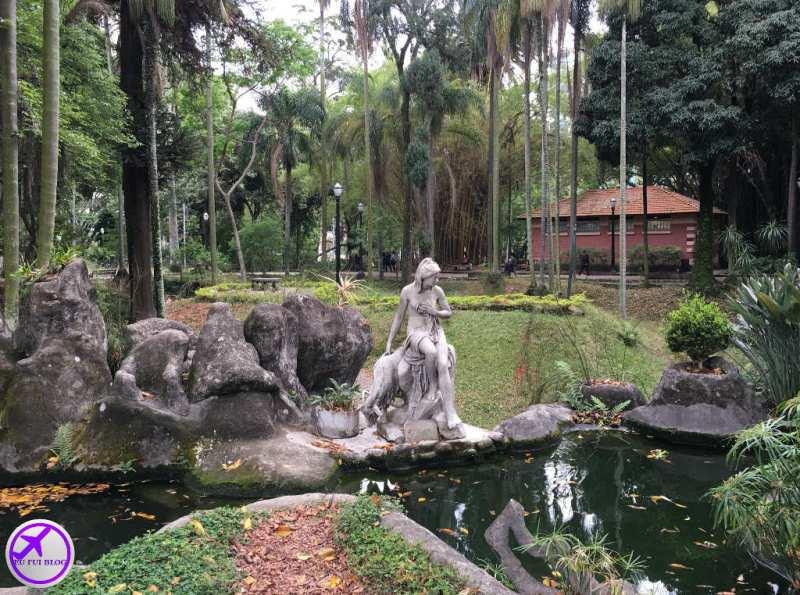 Lago no Parque Jardim da Luz em São Paulo