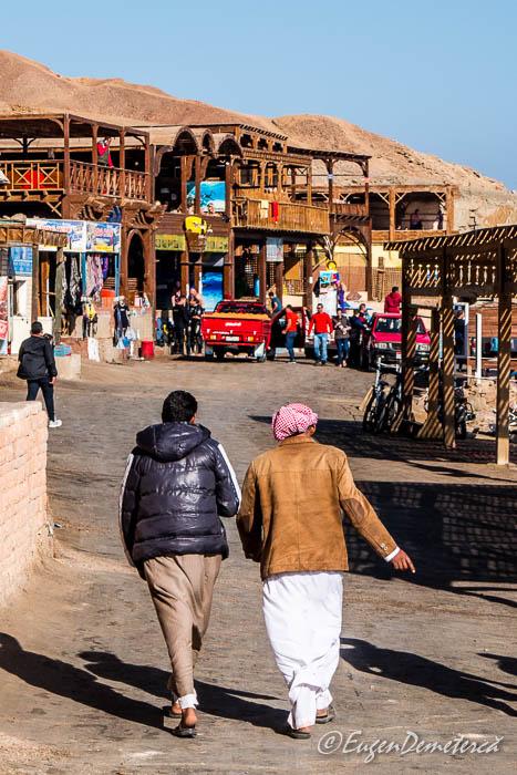 Egipteni cu geci de iarna la 24 de grade celsius la Blue Hole- Dahab