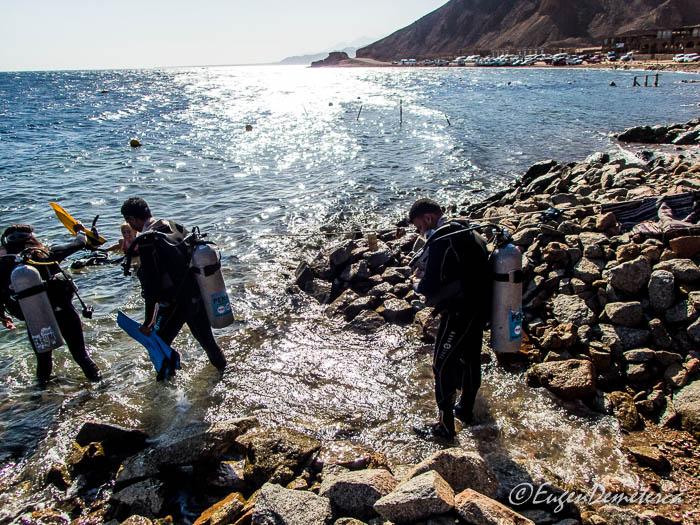 Pregatiri pentru scubadiving la Blue Hole - Dahab, Marea Rosie