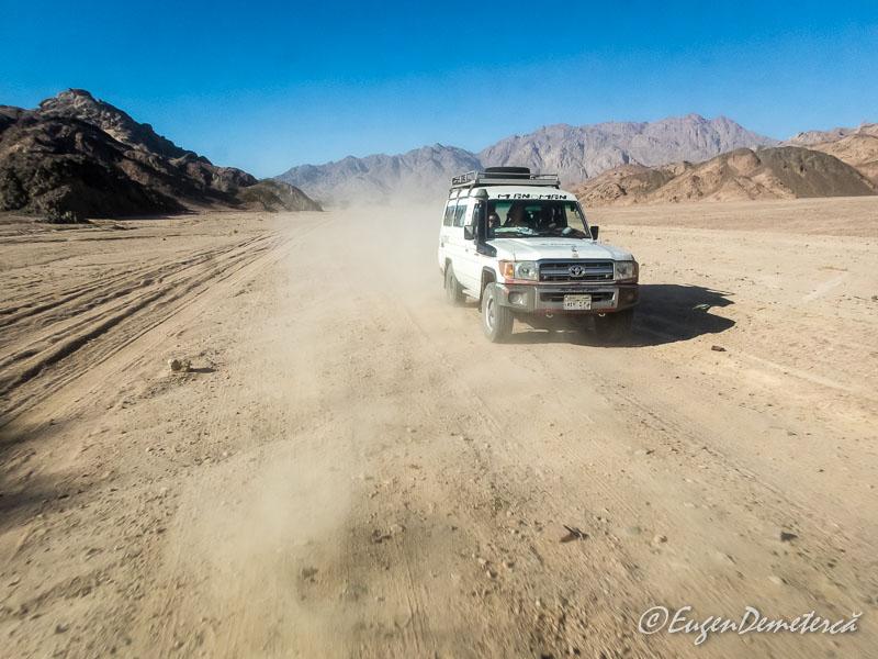 Jeep safari Egipt2 - Egipt, destinaţia pentru vacanţe exotice la super-preţuri!