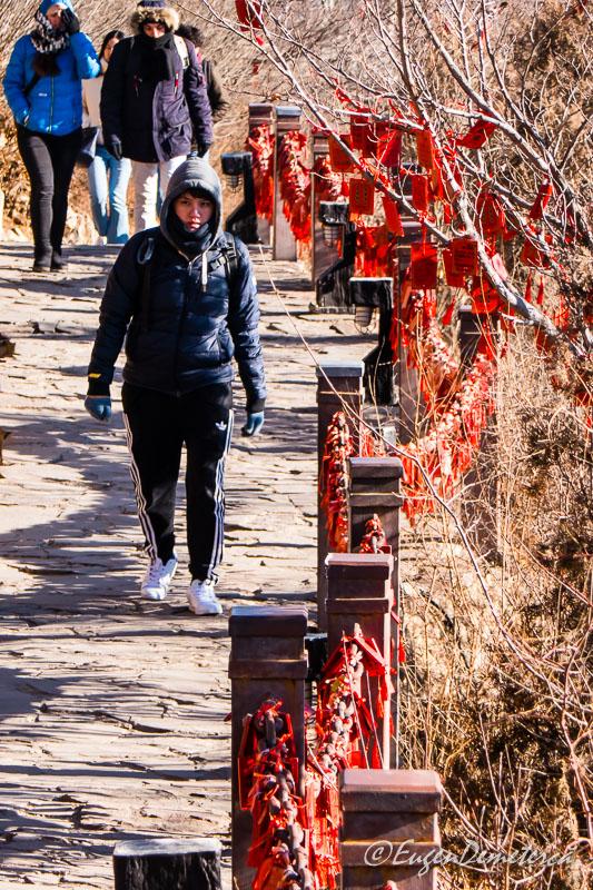 Drumul cu placute cu dorinte la Marele Zid