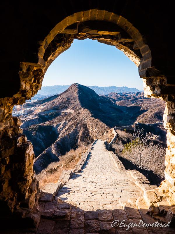 Marele Zid - Simatai prin fereastra