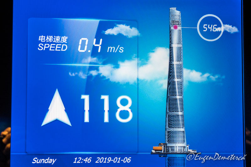 Liftul din Shanghai Tower la inaltimea de 546 m
