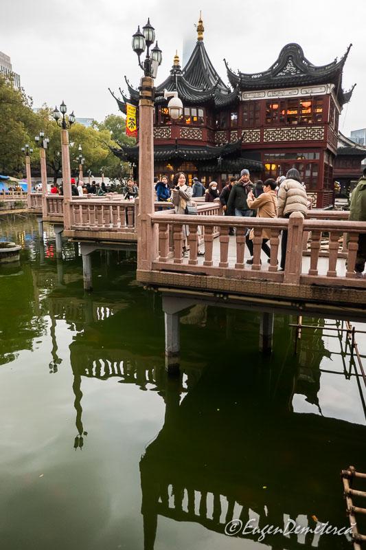 "Shanghai - podul ""noua cotituri"" din gradina Yuyuan"