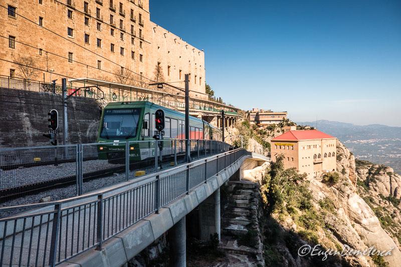Montserrat - statie telecabina si funicular
