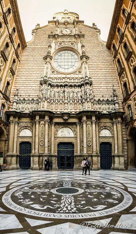 Montserrat - curtea interioara a manastirii