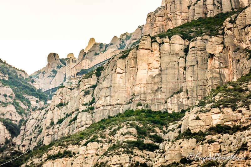 Montserrat- stalpi de piatra