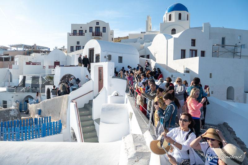 Turisti in Santorini