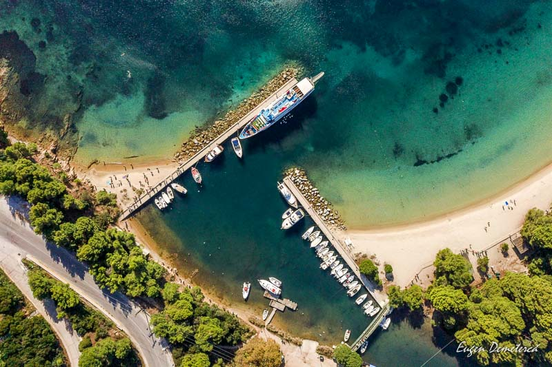 Port de la plaja Koukounaries