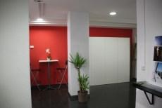 Aquí ya con la pared naranja y con un armario fuera, qué diferencia!!