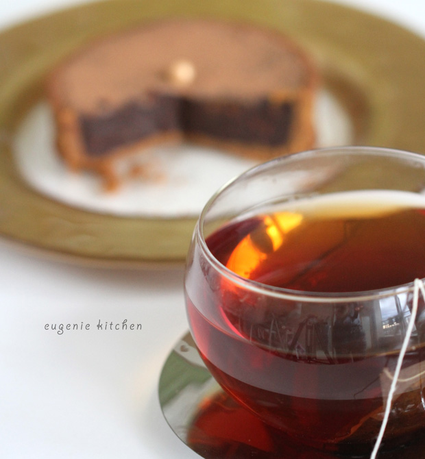 No bake chocolate tart with tea