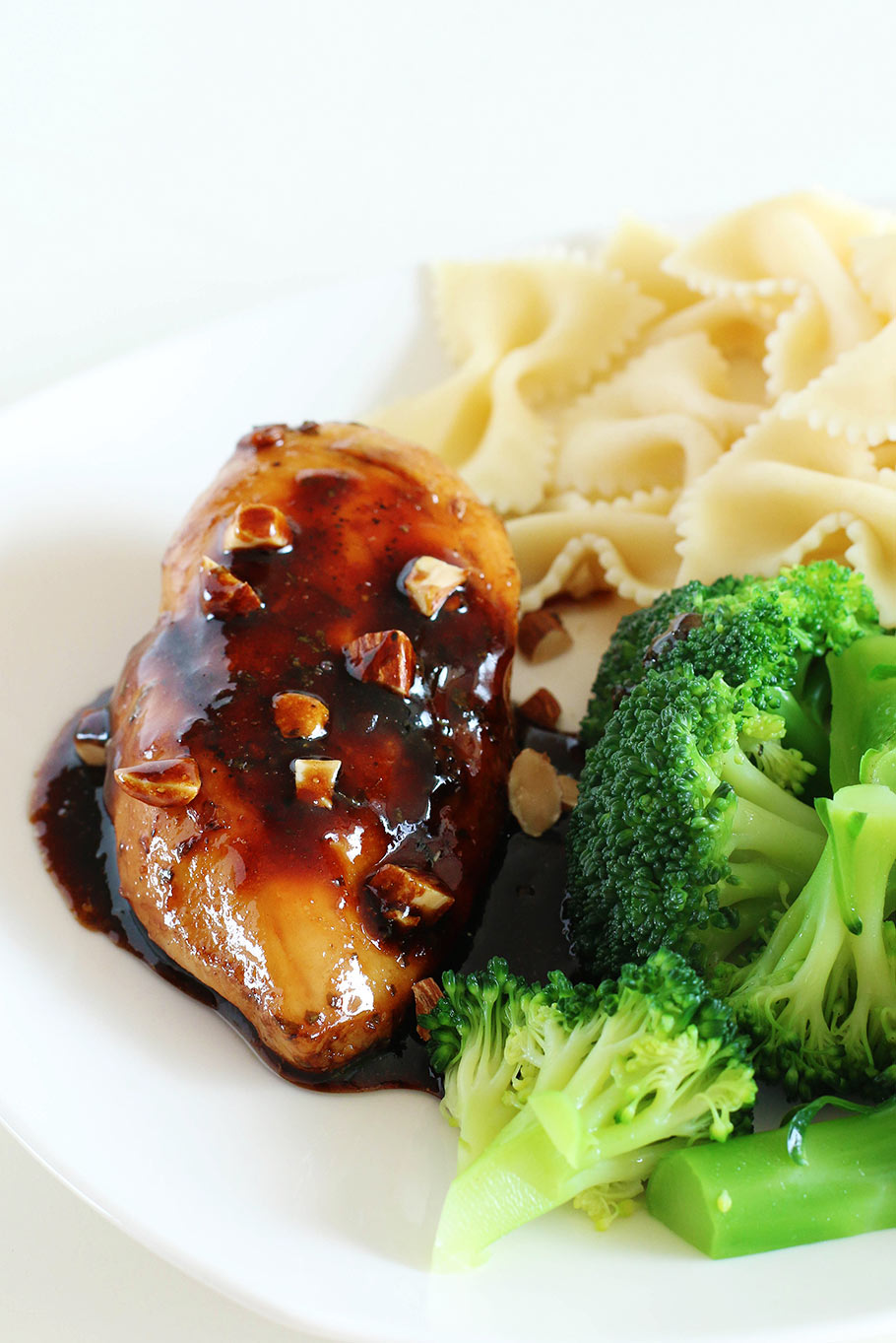 20-minute skillet honey balsamic soy sauce chicken recipe with a few everyday ingredients in your pantry. Who can resist golden chicken breast with sticky sweet glaze? YUM! - Eugenie Kitchen