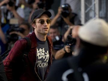 Luces y sombras de Robert Pattinson en el Festival de San Sebastian