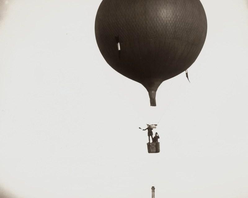Foto del día: un paseo en globo hace más de 130 años