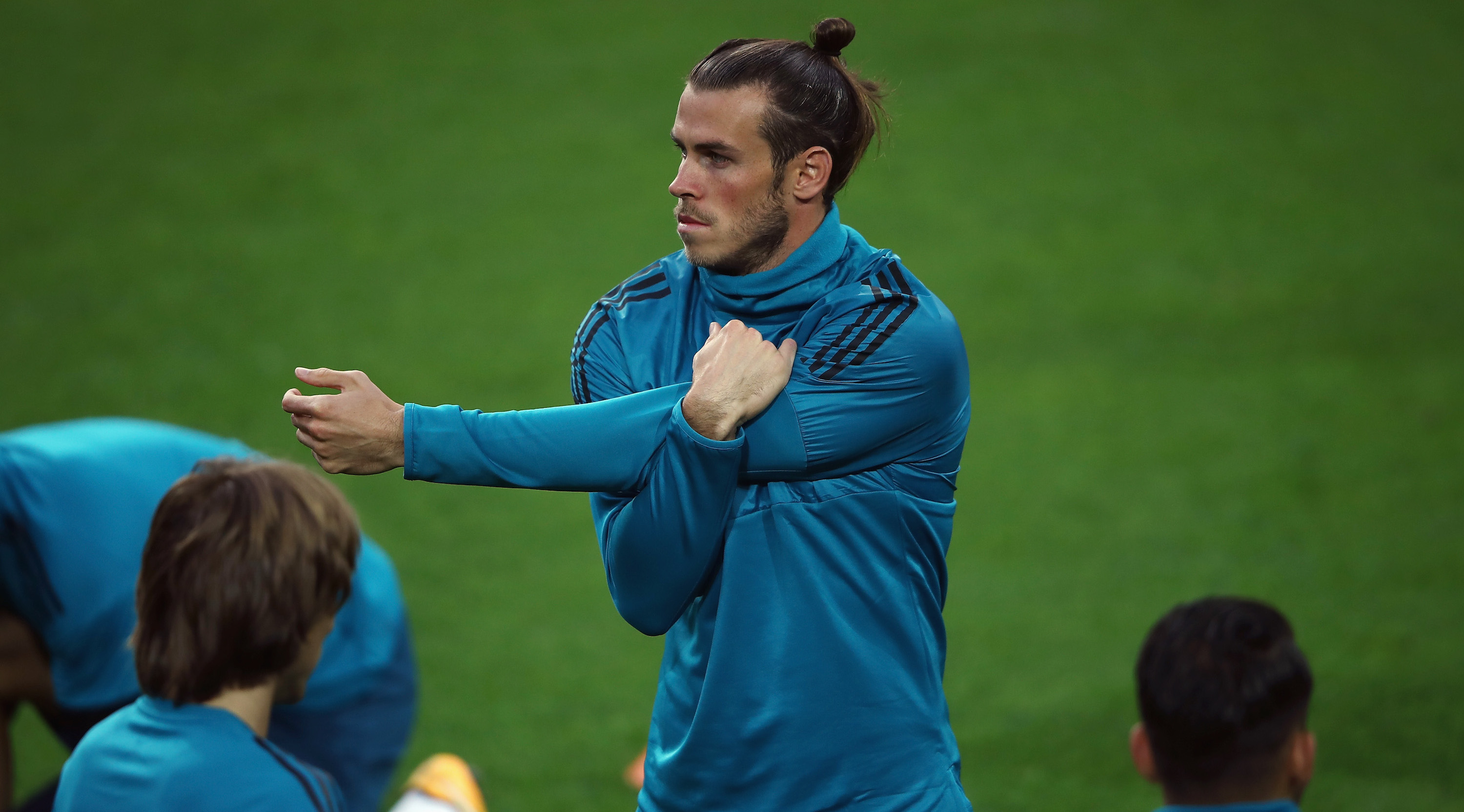 DORTMUND, GERMANY - SEPTEMBER 25: Gareth Bale stretches during a Real Madrid training session ahead of their UEFA Champions League Group H match against Borussia Dortmund at Signal Iduna Park on September 25, 2017 in Dortmund, Germany. (Photo by Alex Grimm/Getty Images)