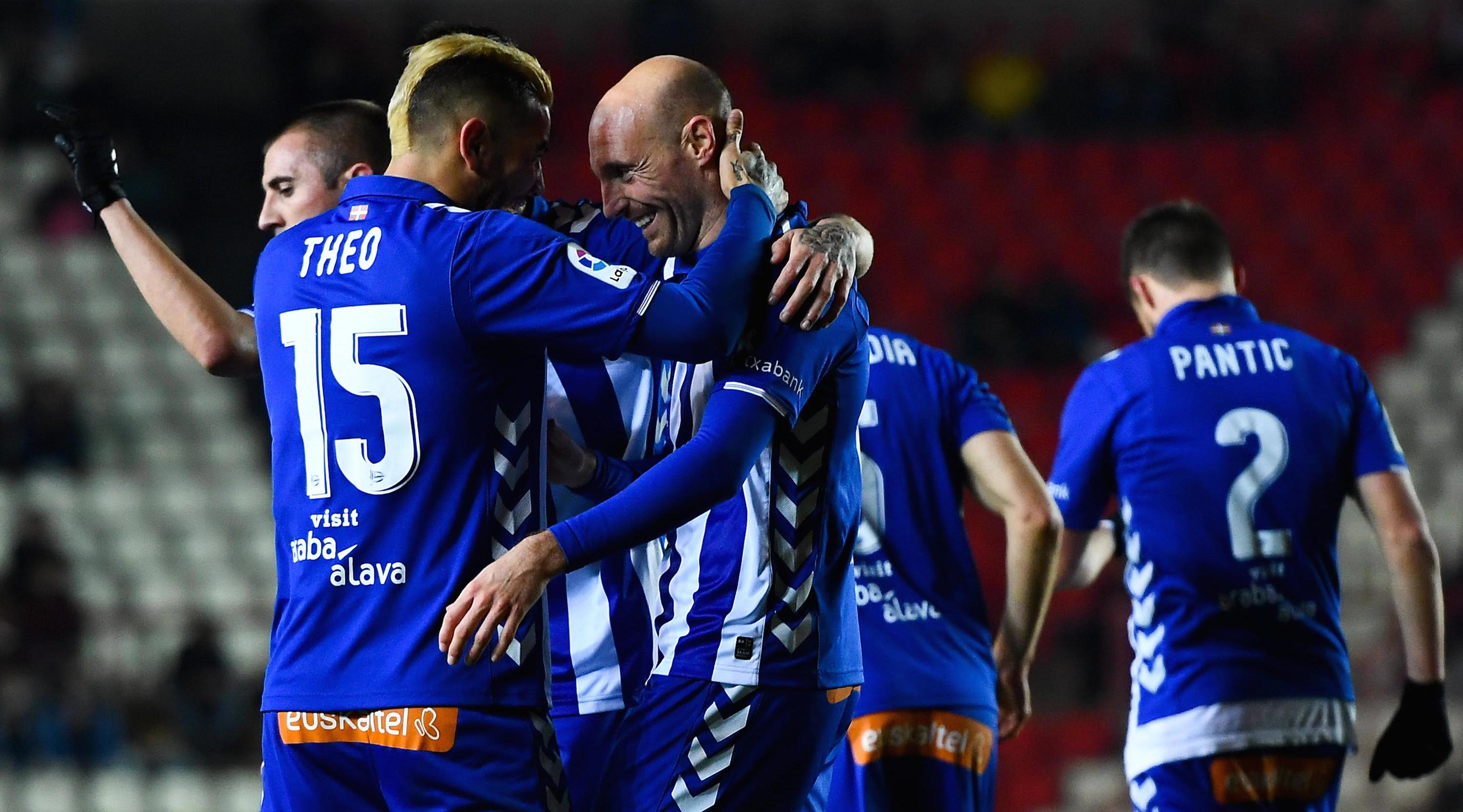 TARRAGONA, SPAIN - DECEMBER 01: Gaizka Toquero (C) of Deportivo Alaves celebrates with his team mate Theo Hernandez of Deportivo Alaves after scoring his team's first goal during the Copa del Rey round of 32 first leg match at Nou Estadi on December 1, 2016 in Tarragona, Spain. (Photo by David Ramos/Getty Images)