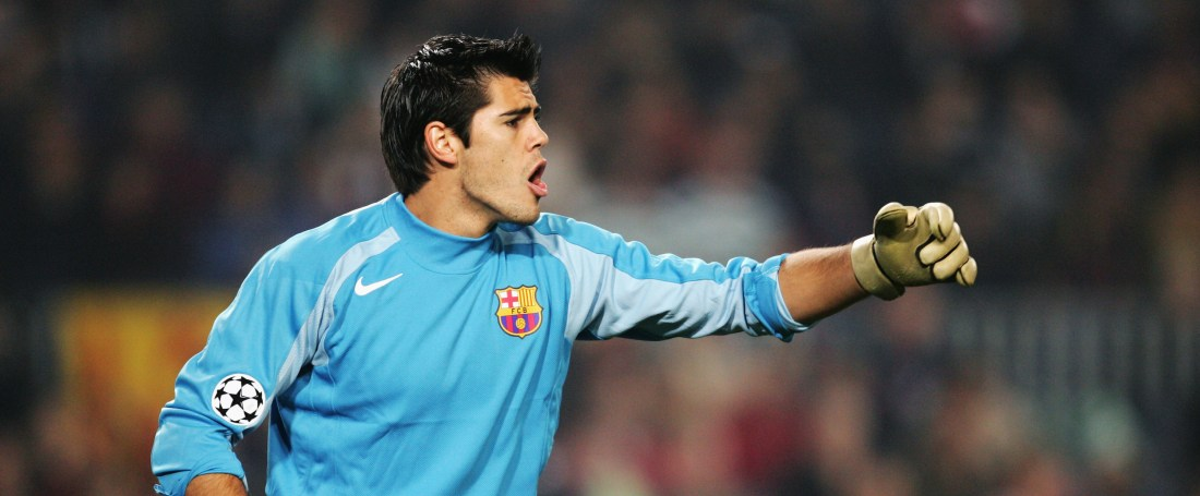 BARCELONA, SPAIN - NOVEMBER 24: Victor Valdes of Barcelona organises his defence the UEFA Champions League Group F match between FC Barcelona and Glasgow Celtic, held at The Nou Camp Stadium on November 24, 2004 in Barcelona, Spain. (Photo by Richard Heathcote/Getty Images) *** Local Caption *** Victor Valdes
