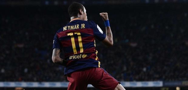 Neymar-celebrates-after-scorin