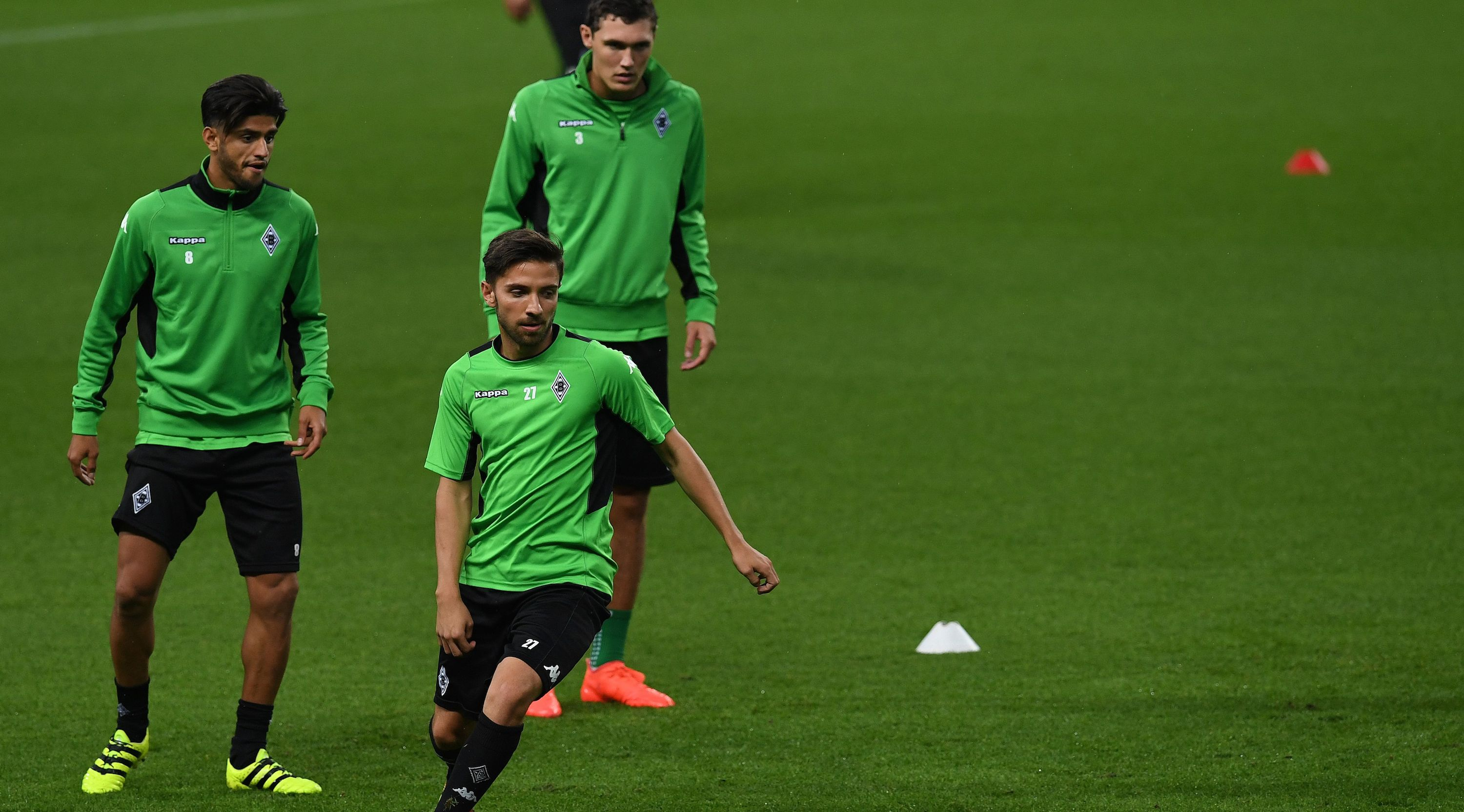 Moenchengladbach's midfielder Mahmoud Dahoud (L), Moenchengladbach's defender Julian Korb (C) and Moenchengladbach's Danish defender Andreas Christensen attend a training session at the Etihad Stadium in Manchester, north west England on September 12, 2016 ahead of their September 13 Champions League game against Borussia Monchengladbach. / AFP / PAUL ELLIS (Photo credit should read PAUL ELLIS/AFP/Getty Images)