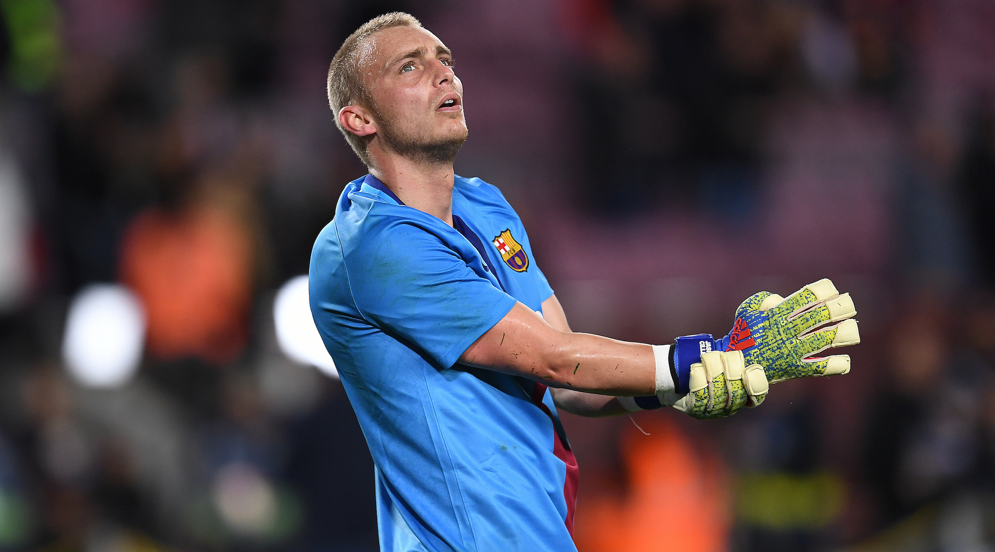 Jasper Cillessen of Barcelona during the warm up ahead of the Copa del Rey Quarter Final second leg match between FC Barcelona and Sevilla FC at Nou Camp on January 30, 2019 in Barcelona, Spain. (Photo by David Ramos/Getty Images)