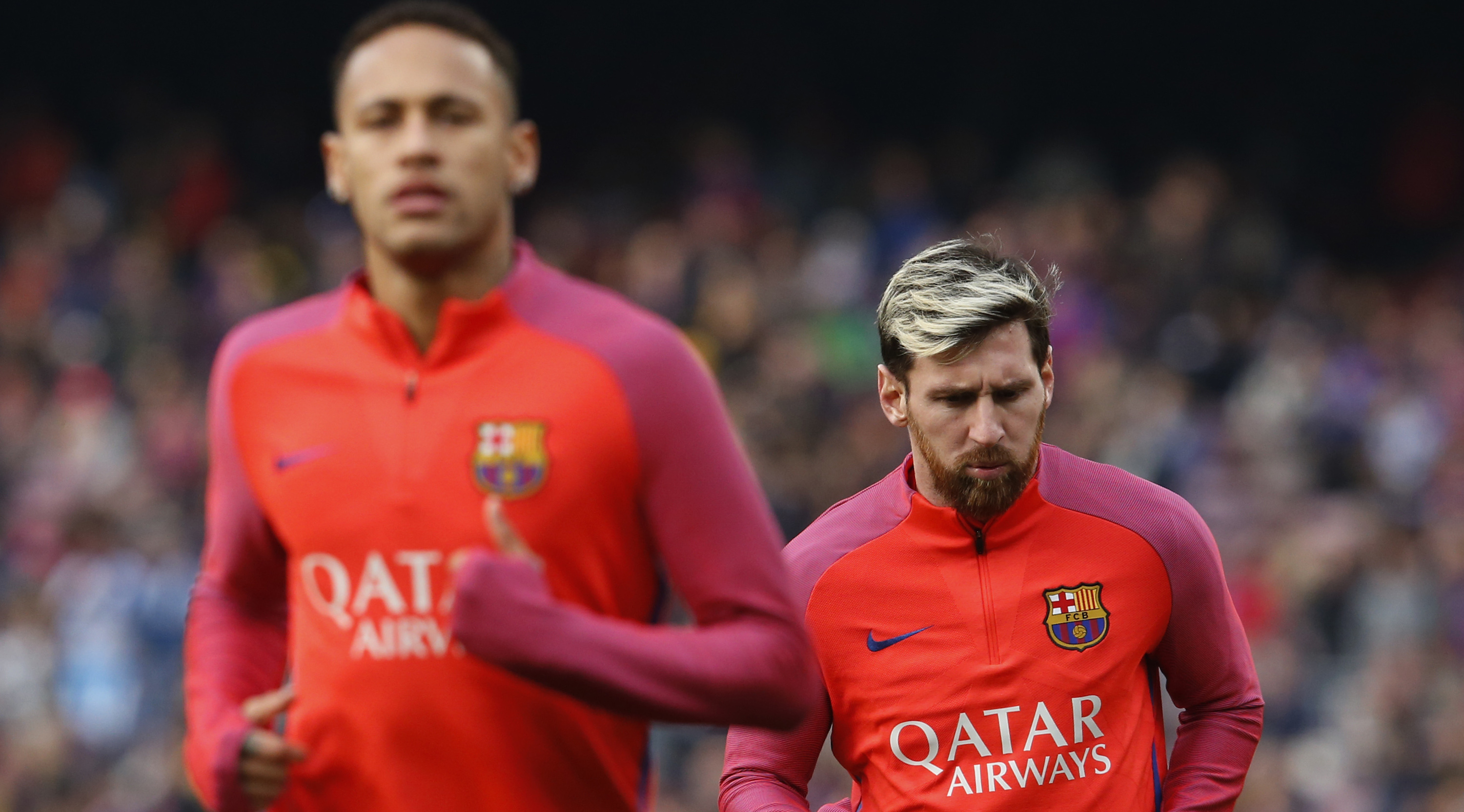 Barcelona's Argentinian forward Lionel Messi (R) and Barcelona's Brazilian forward Neymar warm up before the Spanish league football match FC Barcelona vs Real Madrid CF at the Camp Nou stadium in Barcelona on December 3, 2016. / AFP / PAU BARRENA (Photo credit should read PAU BARRENA/AFP/Getty Images)