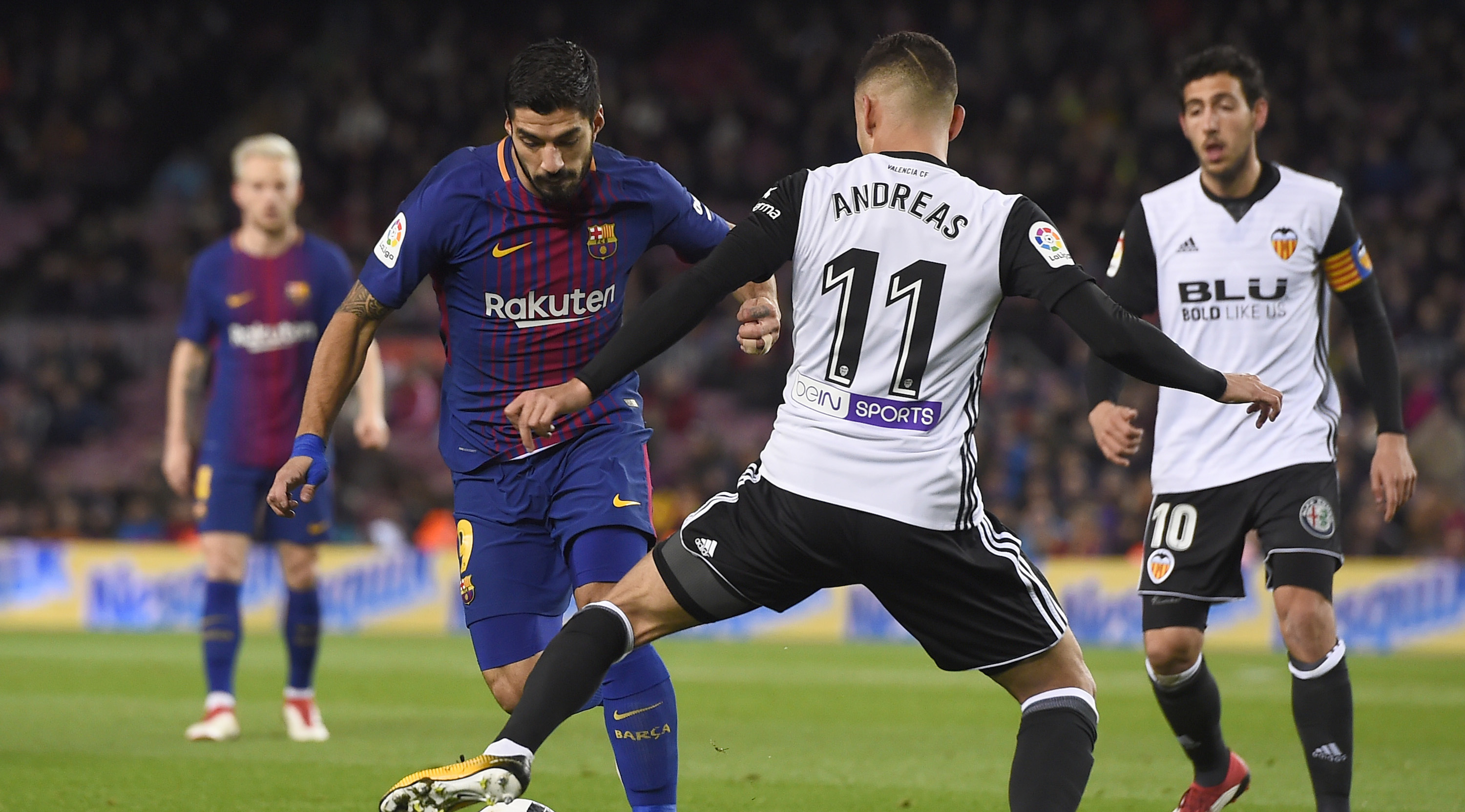 Barcelona's Uruguayan forward Luis Suarez (L) vies with Valencia's Brazilian forward Andreas Pereira during the Spanish 'Copa del Rey' (King's cup) first leg semi-final football match between FC Barcelona and Valencia CF at the Camp Nou stadium in Barcelona on February 01, 2018. / AFP PHOTO / Josep LAGO (Photo credit should read JOSEP LAGO/AFP/Getty Images)