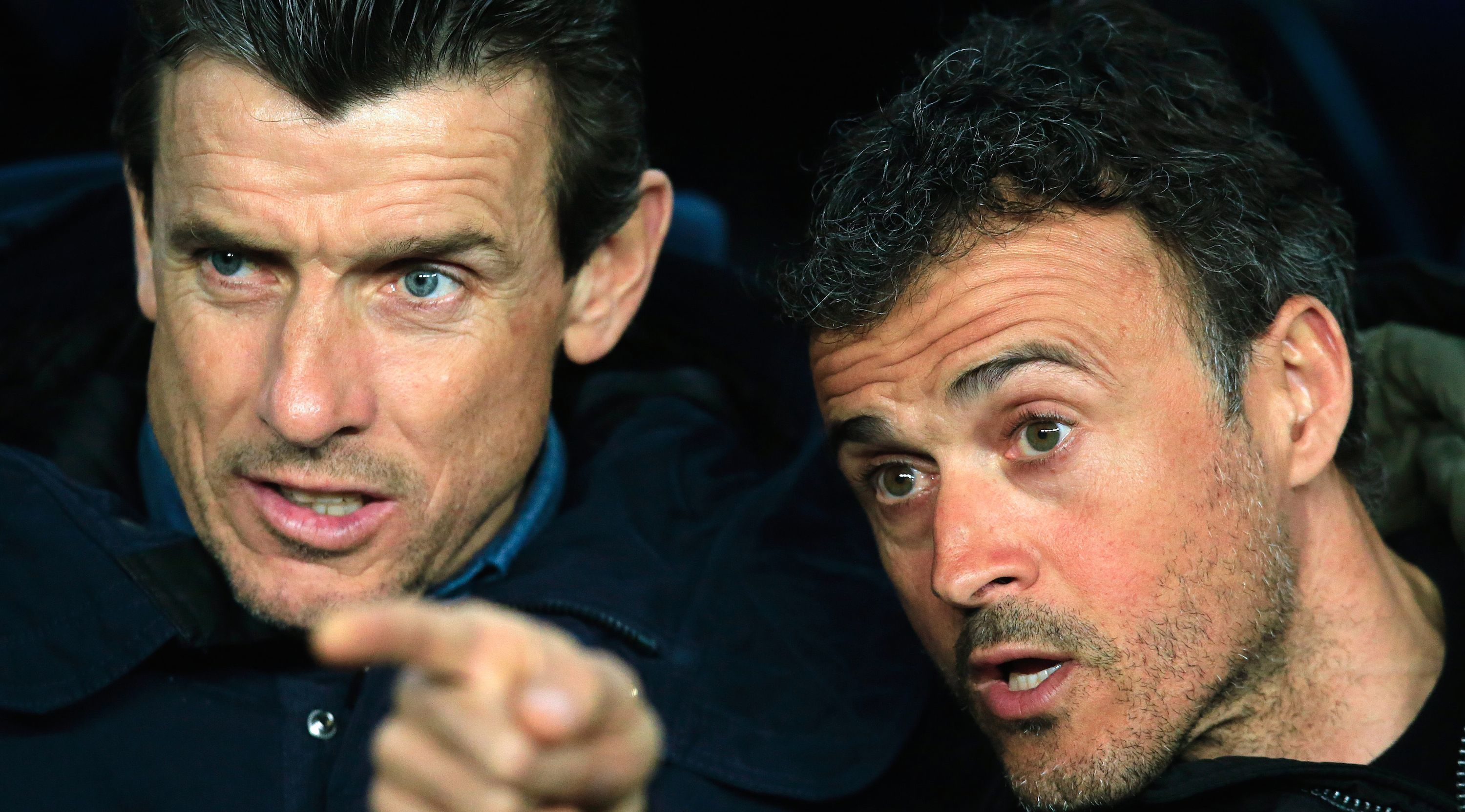 Barcelona's coach Luis Enrique (R) speaks to his assistant manager Juan Carlos Unzue before the UEFA Champions League Round of 16 second leg football match FC Barcelona vs Arsenal FC at the Camp Nou stadium in Barcelona on March 16, 2016. / AFP / PAU BARRENA (Photo credit should read PAU BARRENA/AFP/Getty Images)