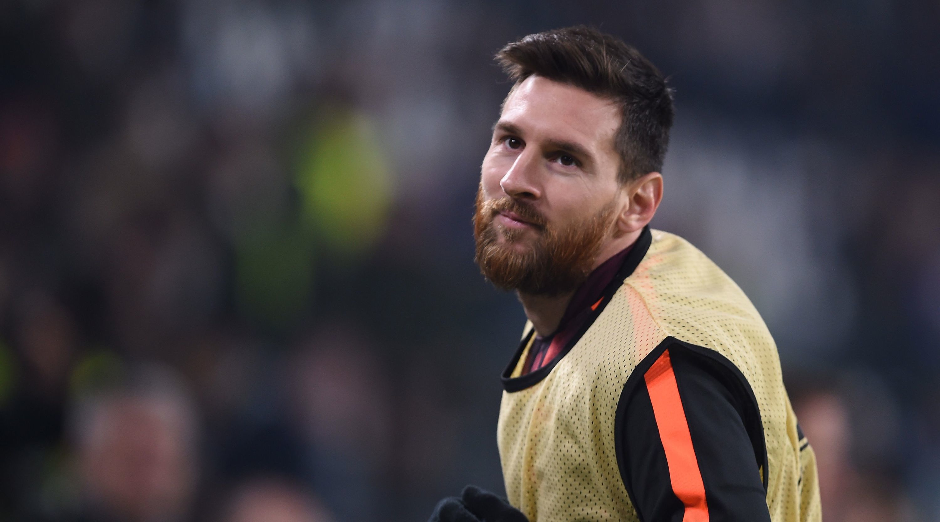 Barcelona's Argentinian forward Lionel Messi warms up during the UEFA Champions League Group D football match Juventus Barcelona on November 22, 2017 at the Juventus stadium in Turin. / AFP PHOTO / Filippo MONTEFORTE (Photo credit should read FILIPPO MONTEFORTE/AFP/Getty Images)