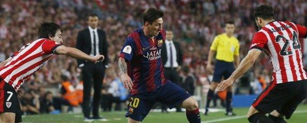 Leo Messi fue la gran estrella de la Final de la Copa del Rey. En esta imagen, conduce el balón entre Beñat y Balenziaga.