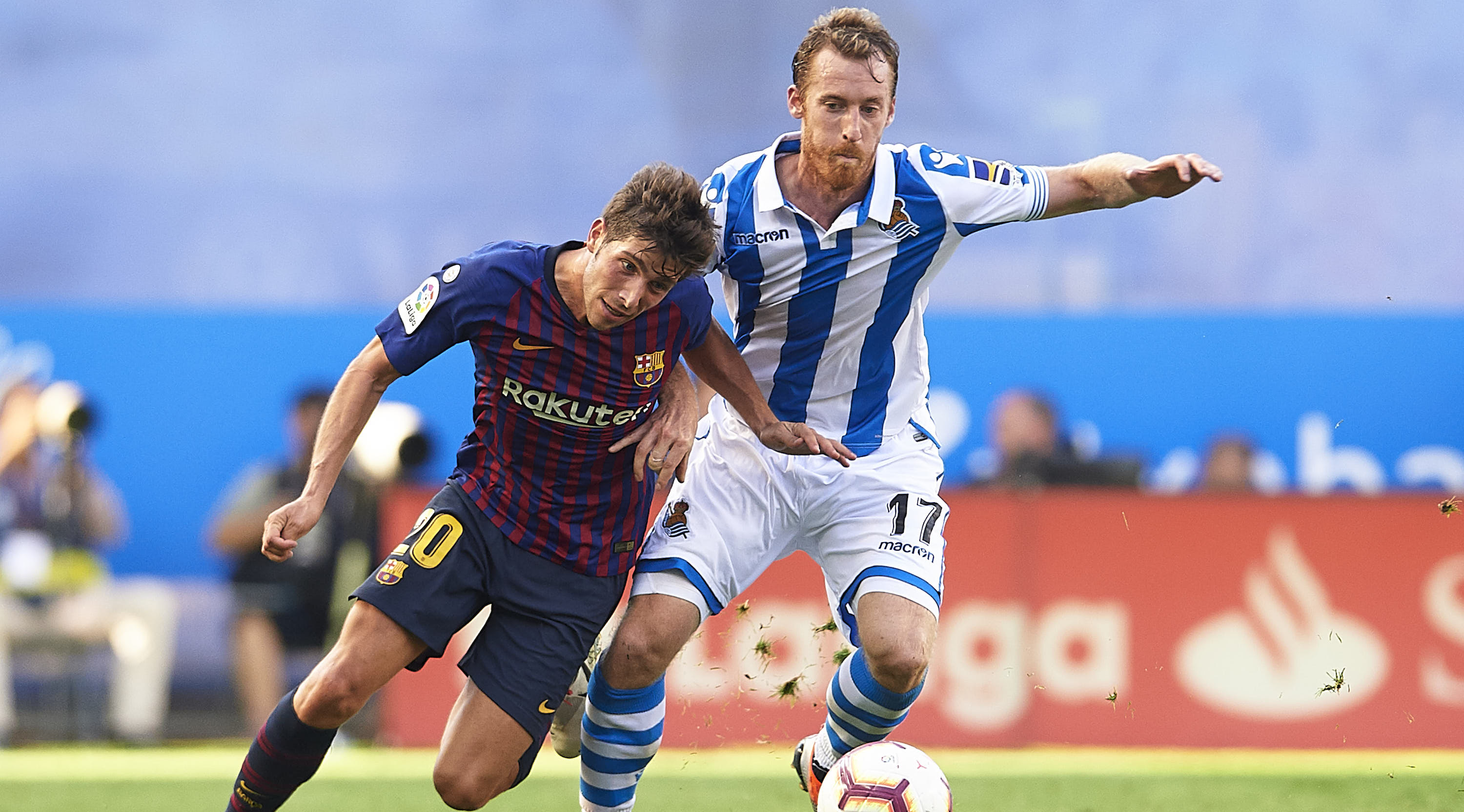SAN SEBASTIAN, SPAIN - SEPTEMBER 15: Sergio Roberto of FC Barcelona (L) competes for the ball with David Zurutuza of Real Sociedad (R) during the La Liga match between Real Sociedad and FC Barcelona at Estadio Anoeta on September 15, 2018 in San Sebastian, Spain. (Photo by Aitor Alcalde/Getty Images)