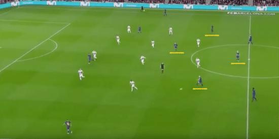 - En la segunda parte, Valverde pasó al rombo con Coutinho en la mediapunta. -