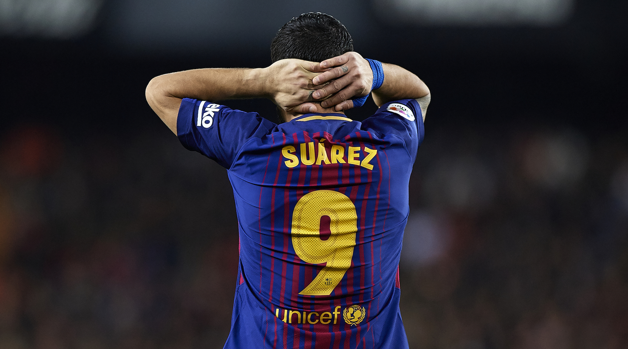 VALENCIA, SPAIN - NOVEMBER 26: Luis Suarez of Barcelona reacts during the La Liga match between Valencia and Barcelona at Estadio Mestalla on November 26, 2017 in Valencia, Spain. (Photo by Fotopress/Getty Images)
