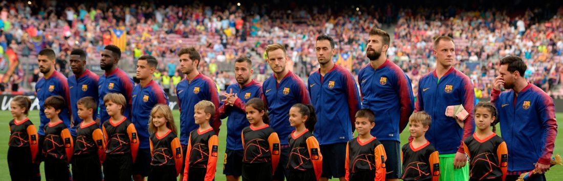Barcelona's Uruguayan forward Luis Suarez, Barcelona's French forward Ousmane Dembele, Barcelona's French defender Samuel Umtiti, Barcelona's Brazilian midfielder Philippe Coutinho, Barcelona's Spanish midfielder Sergi Roberto, Barcelona's Spanish defender Jordi Alba, Barcelona's Croatian midfielder Ivan Rakitic, Barcelona's Spanish midfielder Sergio Busquets, Barcelona's Spanish defender Gerard Pique, Barcelona's German goalkeeper Marc-Andre Ter Stegen and Barcelona's Argentinian forward Lionel Messi pose before the UEFA Champions' League group B football match FC Barcelona against PSV Eindhoven at the Camp Nou stadium in Barcelona on September 18, 2018. (Photo by Josep LAGO / AFP) (Photo credit should read JOSEP LAGO/AFP/Getty Images)