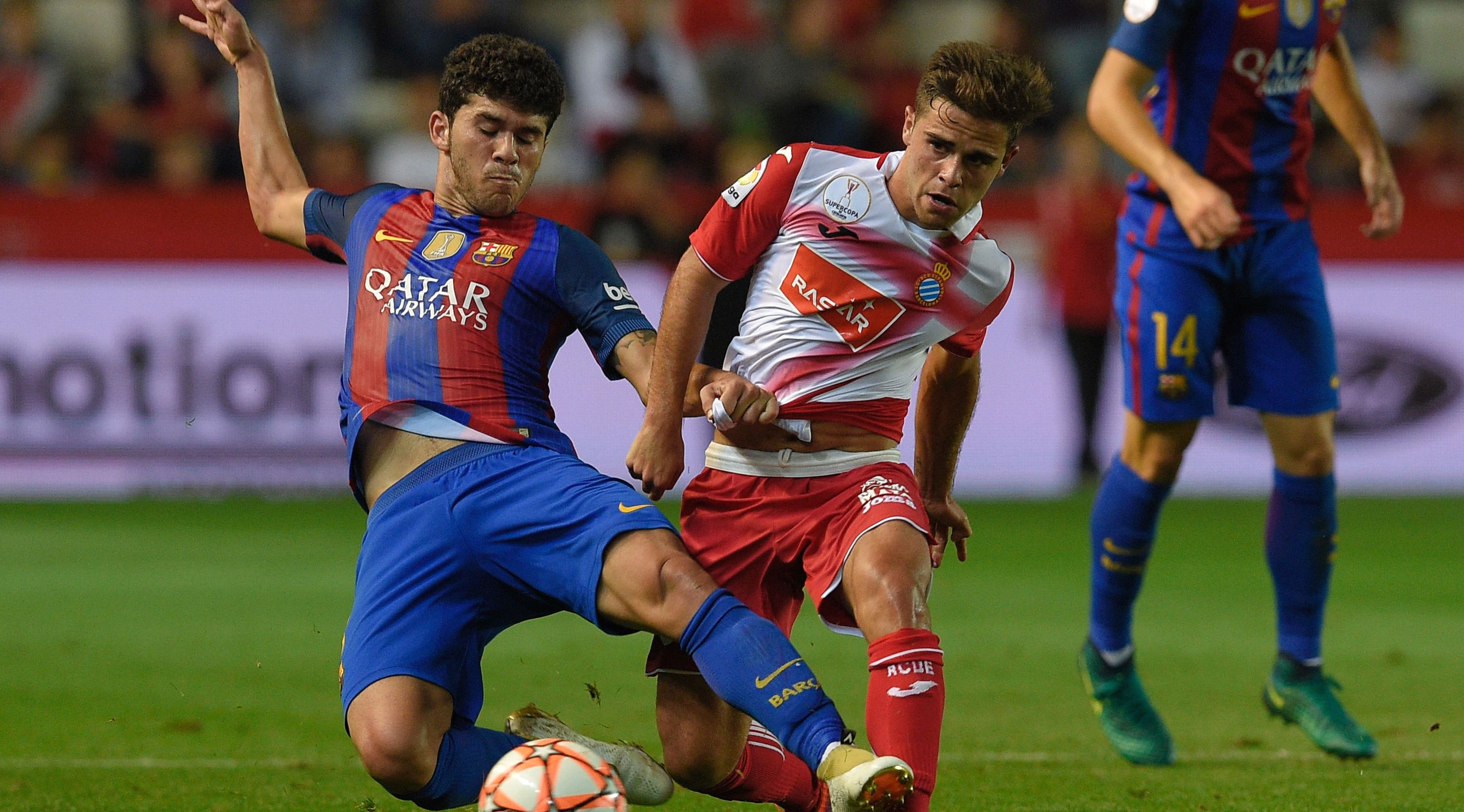 Barcelona's midfielder Carles Alena (L) vies with Espanyol's forward Oscar Melendo during the Catalonia Super Copa football match between FC Barcelona and RCD Espanyol at Nou Stadium in Tarragona on October 25, 2016. / AFP / LLUIS GENE (Photo credit should read LLUIS GENE/AFP/Getty Images)