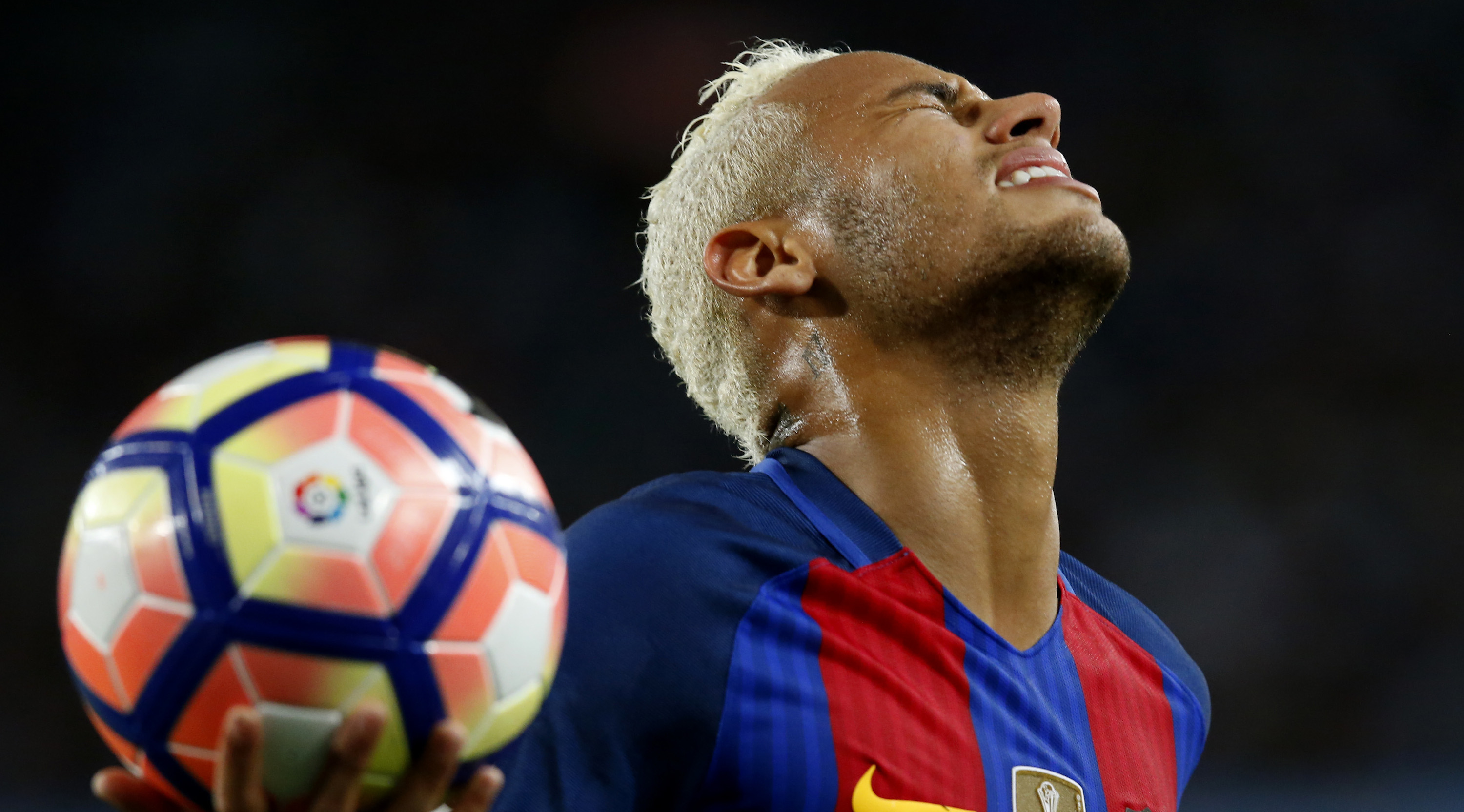 Barcelona's Brazilian forward Neymar gestures after missing a goal opportunity during the Spanish league football match FC Barcelona vs Atletico de Madrid at the Camp Nou stadium in Barcelona on September 21, 2016. / AFP / PAU BARRENA (Photo credit should read PAU BARRENA/AFP/Getty Images)