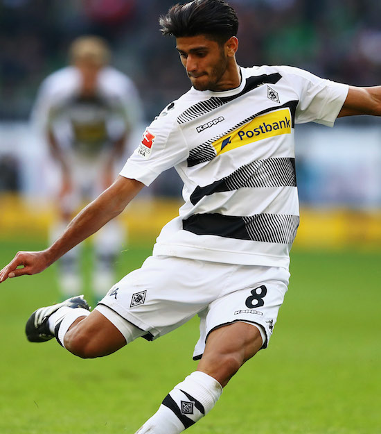 MOENCHENGLADBACH, GERMANY - OCTOBER 15: Mahmoud Dahoud of Borussia Moenchengladbach in action during the Bundesliga match between Borussia Moenchengladbach and Hamburger SV at Borussia-Park on October 15, 2016 in Moenchengladbach, Germany. (Photo by Dean Mouhtaropoulos/Bongarts/Getty Images)