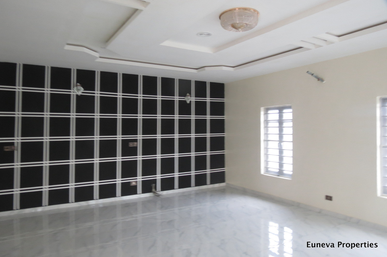 Luxury Finished 5 Bedroom Detached House with 2.5kva Inverter and Solar Panels (Watch Video)