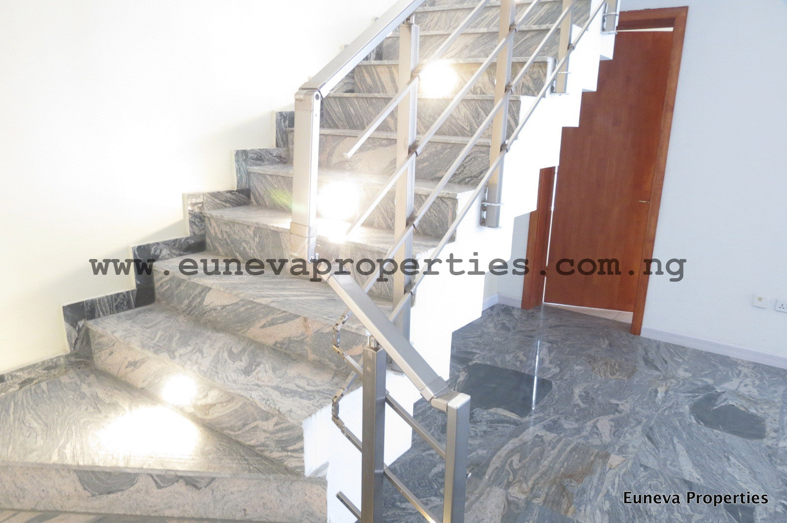 Contemporary 5 Bedroom Detached House in Lekki Phase 1