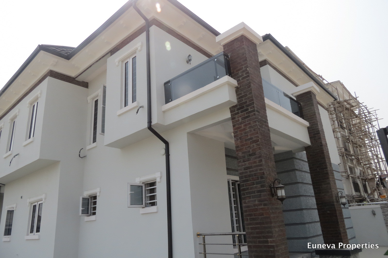 Beautiful 5 Bedroom Fully Detached House in Chevron, with Space for Swimming pool