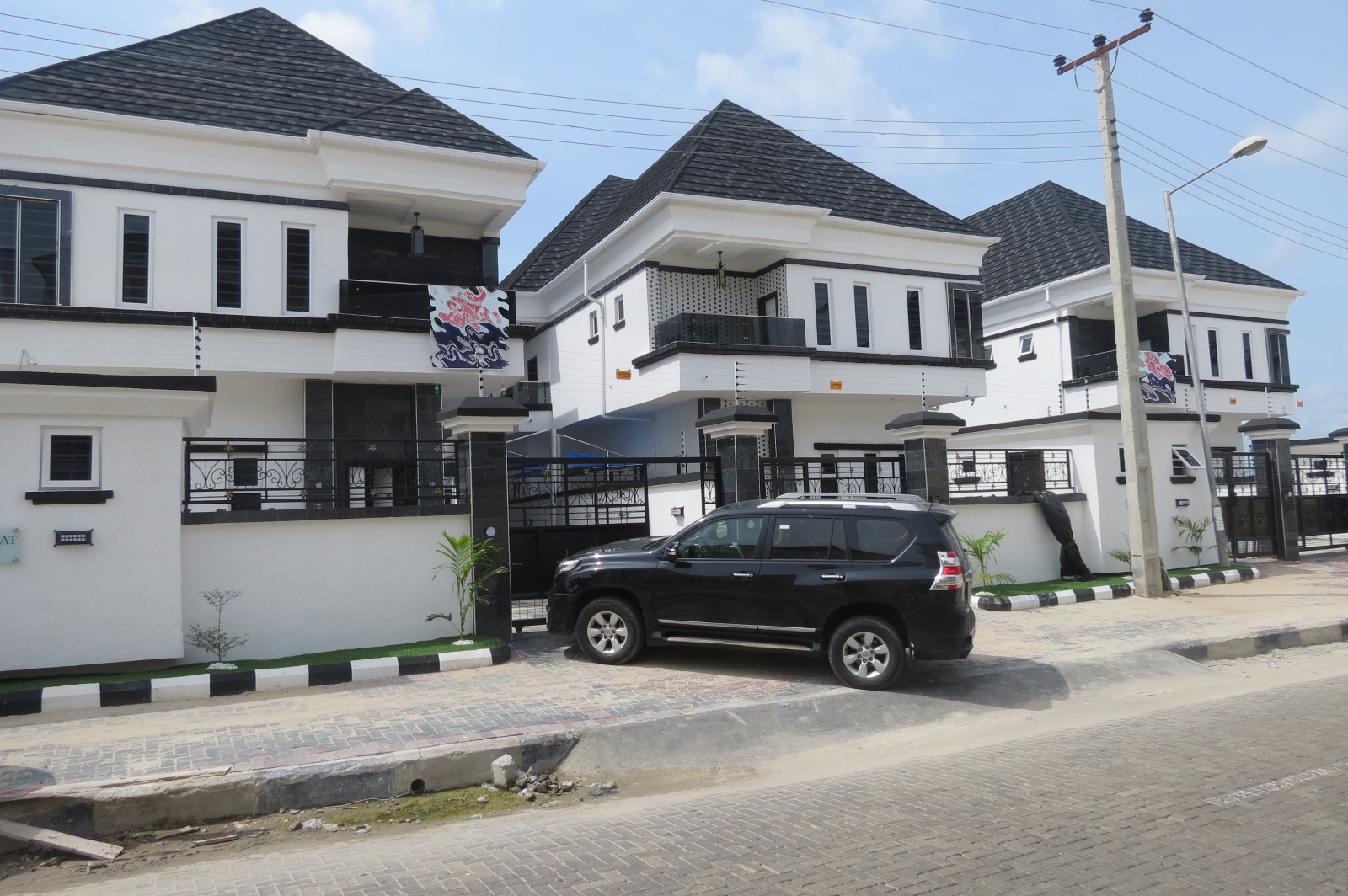 Well Finished 5 Bedroom Duplex in Chevron with Solar Panel
