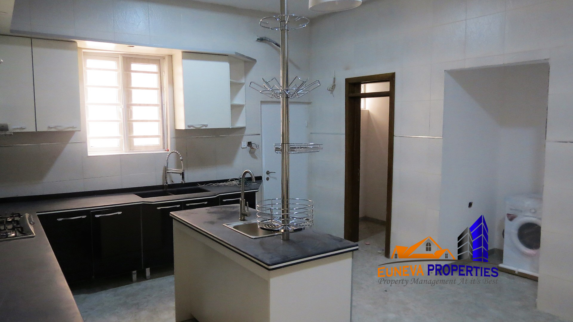 Lovely 5 Bedroom Detached for Sale in Lekki County Estate with Solar Panel