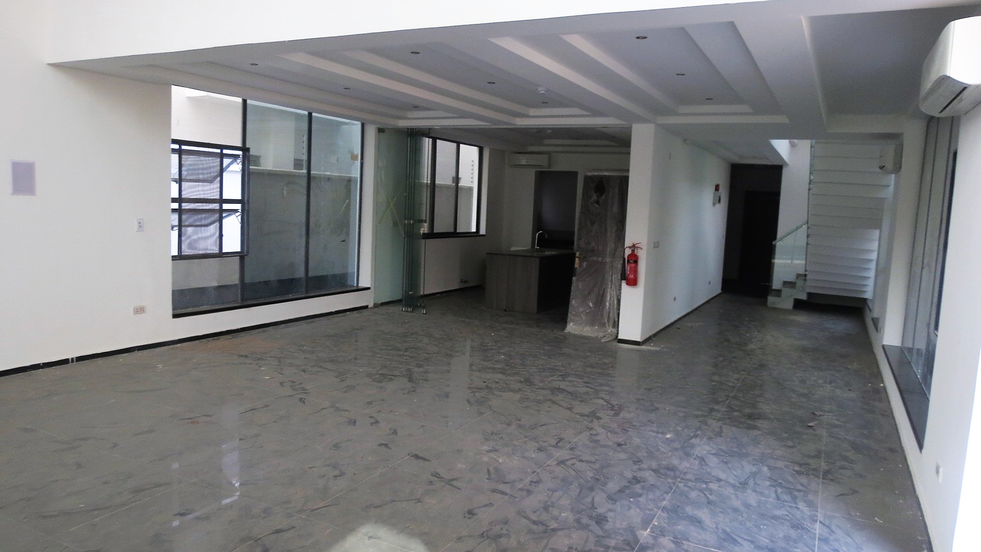 Luxury 5 Bedroom full detached duplex with Swimming Pool in Lekki Phase 1, Lagos